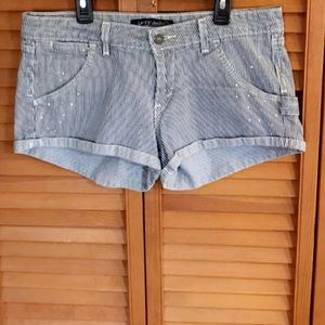 NEARLY NEW LEVI'S PAINTER STRIPED DENIM SHORTS